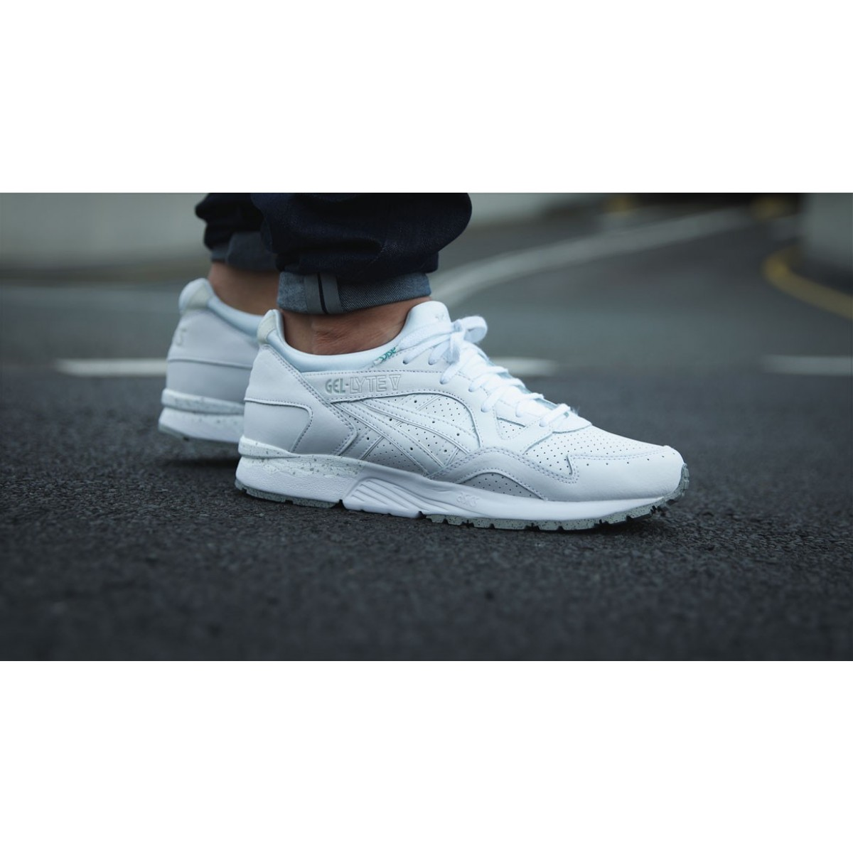 chaussure homme blanche asics
